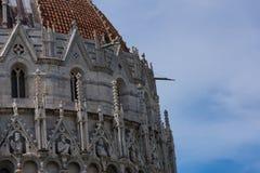 Szczegóły powierzchowność Pisa Baptistery St John wielki baptistery w Włochy, w kwadracie cudy Zdjęcia Royalty Free