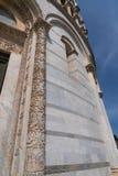 Szczegóły powierzchowność Pisa Baptistery St John wielki baptistery w Włochy, w kwadracie cudy Obrazy Royalty Free