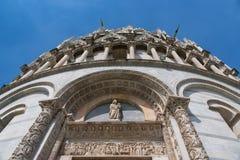 Szczegóły powierzchowność Pisa Baptistery St John wielki baptistery w Włochy, w kwadracie cudy Zdjęcie Stock