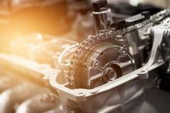 Szczegóły samochodowego silnika przekładnie i łańcuch Zdjęcia Stock