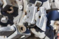 Szczegóły stary łamający zaniechany kopalniany świderu silnik w Oroszlany wiosce obraz stock