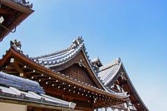 Szczegóły Tradycyjny Drewniany Japoński świątynia dach W teren Buddyjskiej świątyni parku i są tożsamością W Kyoto Zdjęcie Royalty Free
