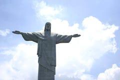 Szczegół Chrystus odkupiciel nad niebieskim niebem w Rio De Janeiro, Brazylia zdjęcia royalty free