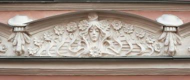 Szczegół pediment budynek w sztuki Nouveau stylu Zdjęcia Stock