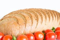 Szczegół pokrojony cornbread z pomidorami Fotografia Royalty Free
