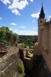 Szczegółu widok perymetr fosa przy Alcazar Segovia kasztel, Hiszpania Zdjęcie Royalty Free