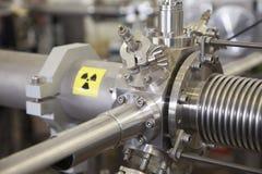 Szczegóły jonu akcelerator z napromienianie znakiem ostrzegawczym Obraz Royalty Free