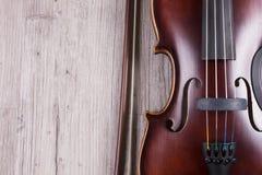 Szczeg?? klasyczny skrzypce na drewnianym tle Studio strzelaj?cy stary skrzypce zdjęcia stock