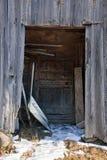 Szczegół stara drewniana chałupa w Szwajcaria z śniegiem na gr Zdjęcie Royalty Free