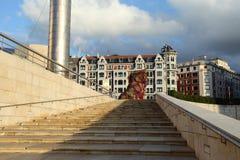 Szczeniak przy Guggenheim muzeum w Bilbao Fotografia Royalty Free