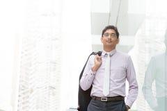 Szczery Indiański biznesmena odprowadzenie Obraz Stock
