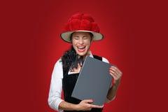 Szczery portret roześmiana Czarnego lasu kelnerka fotografia royalty free