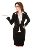Szczęśliwa biznesowa kobieta przedstawia coś na palmie Zdjęcia Stock