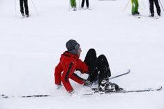 Szczęśliwa chłopiec cieszy się w śniegu Obraz Stock