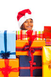 Szczęśliwa chłopiec i wiele Bożenarodzeniowi prezenty Zdjęcia Royalty Free