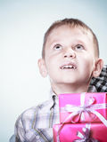 Szczęśliwa chłopiec z prezentów pudełkami Zdjęcie Royalty Free