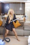 Szczęśliwa kobieta ma zabawę w domu Zdjęcie Stock