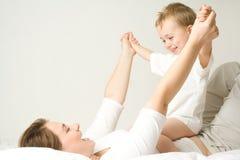 szczęśliwa matka chłopca Fotografia Royalty Free