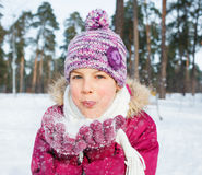 Szczęśliwa nastoletnia dziewczyna z śniegiem Obraz Royalty Free