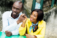 Szczęśliwa para i zgoda Obrazy Royalty Free