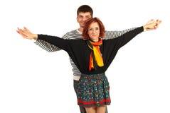 Szczęśliwa para z rękami rozciągać Fotografia Royalty Free