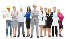 Szczęśliwy biznesmen nad fachowymi pracownikami Zdjęcie Royalty Free