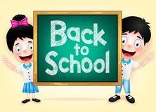 Szczęśliwy dzieciaka charakter Chuje Za Zielonym Chalkboard Fotografia Royalty Free