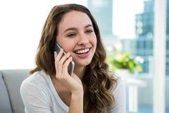 Szczęśliwy kobiety dzwonić Zdjęcia Stock