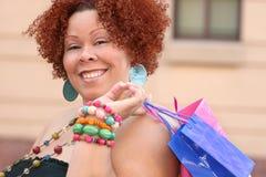 szczęśliwy model plus wielkości zakupów Fotografia Royalty Free