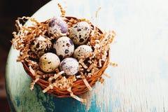 Szczęśliwy Wielkanocny rocznik i naturalna stylowa pocztówka Obrazy Stock