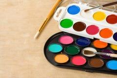 szczotkarski farby malarzów palety drewno Zdjęcie Royalty Free