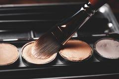 Szczotkarski i kremowy concealer Fachowy kosmetyk Kremowy concealer Obraz Royalty Free