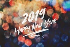 Szczotkarski uderzenia handwriting 2019 szczęśliwych nowy rok na abstrakcjonistyczny świątecznym fotografia stock