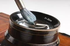 szczotkarskiego cleaning obiektyw Obrazy Royalty Free
