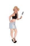 Szczupła kobieta z słomianym kapeluszem i małą łopatą Zdjęcia Royalty Free