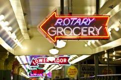 Szczupaka miejsca rynku Neonowi znaki fotografia royalty free