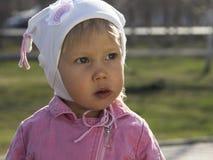 Szczwana mała dziewczynka Zdjęcia Stock