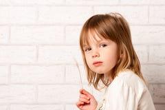 szczwany dziewczyny spojrzenie Zdjęcia Royalty Free
