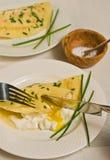 Szczypiorek krepa z błękitnego pazura olbrzymim krabem i organicznie jajkiem Fotografia Royalty Free