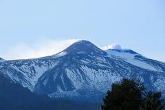 Szczyt góra Etna, rzygający popiół i gazy Zdjęcie Royalty Free