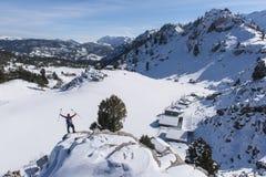 Szczyt halny chalets&Winter wycieczkuje na górach zdjęcie royalty free