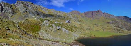 Szczytowa d'Ayous panorama w dolinnym d'Ossau Atlantyccy Pyrenees Fotografia Stock