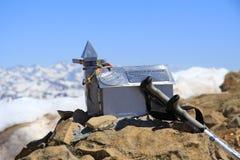 Szczytowa góra pod słonecznym dniem Obrazy Royalty Free
