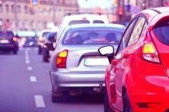 Szczytowa godzina Samochodów hamulcowi światła samochody są zajęte bezszwową asfaltowi ruchem tapetę wektora zdjęcia stock