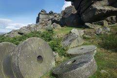 Szczytowi Gromadzcy millstones przy Stanage ostrzą, Derbyshire obraz stock