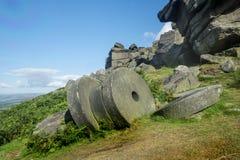 Szczytowi Gromadzcy millstones przy Stanage ostrzą, Derbyshire Zdjęcie Royalty Free