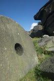 Szczytowi Gromadzcy millstones przy Stanage ostrzą, Derbyshire Zdjęcia Stock