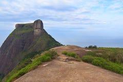 Szczytowy Halny Pedra da Gavea od Pedra Bonita, Rio De Janeiro zdjęcia stock