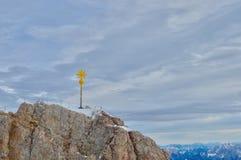 Szczytu krzyż na Zugspitze zdjęcie stock