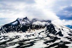 Szczyty góry nad chmury, Rosja, Kamchatka Fotografia Stock